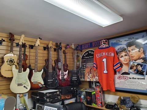 Guitars-Memorabilia-Collectors-Rare-Fender-Musical-Instruments