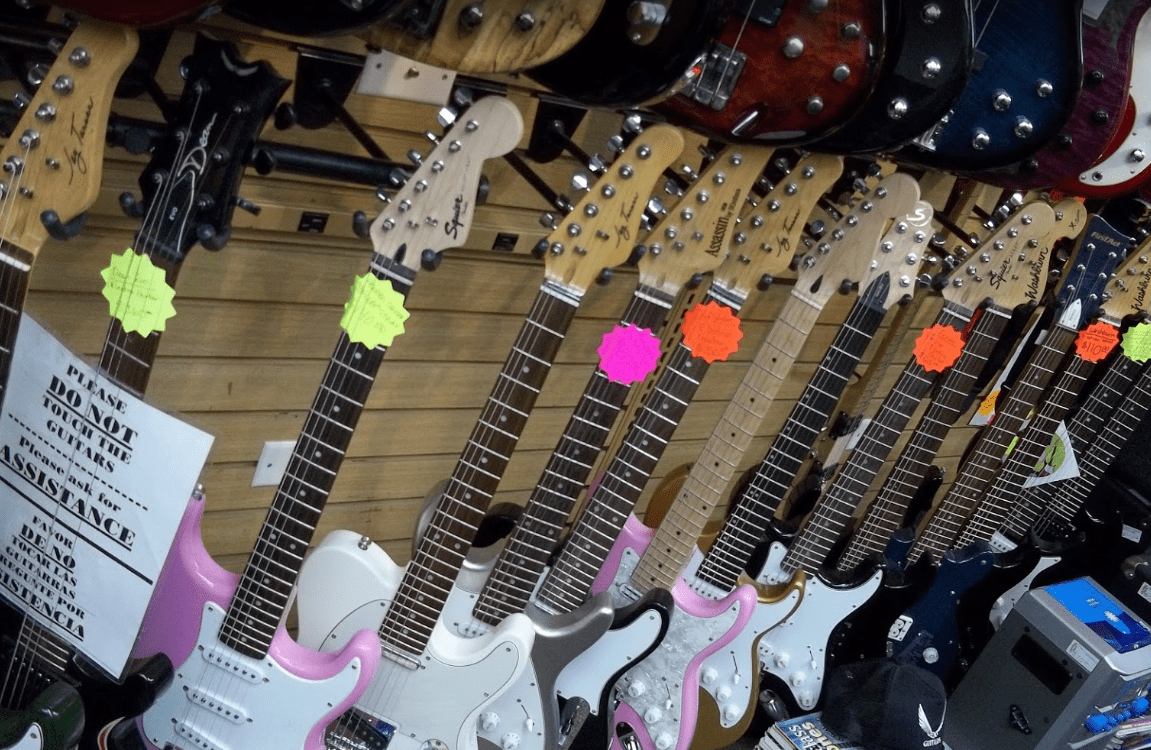 Stratocaster-Electric-Guitar-Bass-Acoustic-Trader-Jons